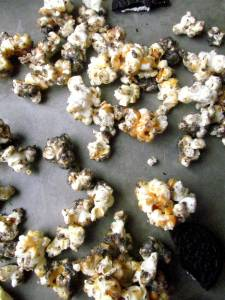caramel oreo butter popcorn   Pixie Dust Kitchen #oreo #peanutbutter #popcorn