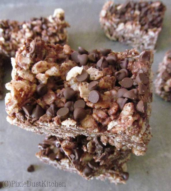 chocolate chip cookie rice crispy treats. Combining two classic lunchbox treats into one delicious snack.  pixiedustkitchen.com