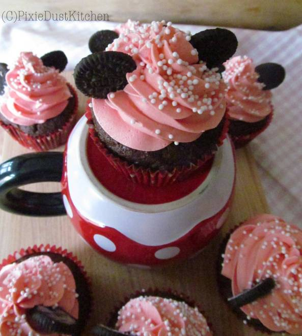 Minnie Mouse Disney Cupcakes! Perfect for Children's birthdays, movie nights, or Disney road trips. So easy and looks professionally done! Decoration Tutorial on pixiedustkitchen.com.